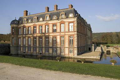 chateau_de_dampierre_384x