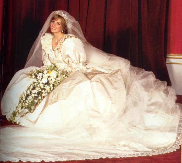 La sposa 2013 - pronovias fashion group for dreams noivas
